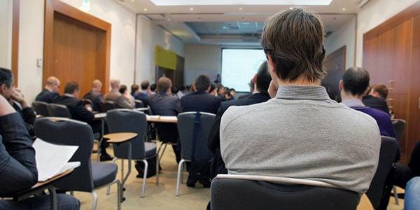 alumno-en-conferencia-600X300